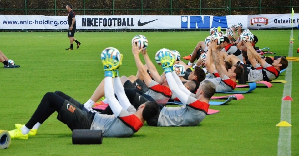 Jogadores da Croácia participam de atividade em preparação para a Copa do Mundo