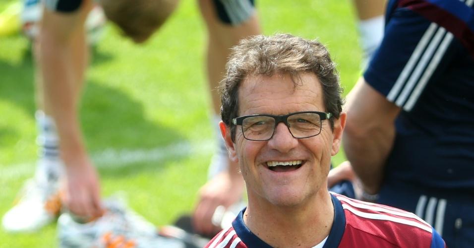 O técnico Fabio Capello comanda o treino da seleção da Rússia em Moscou
