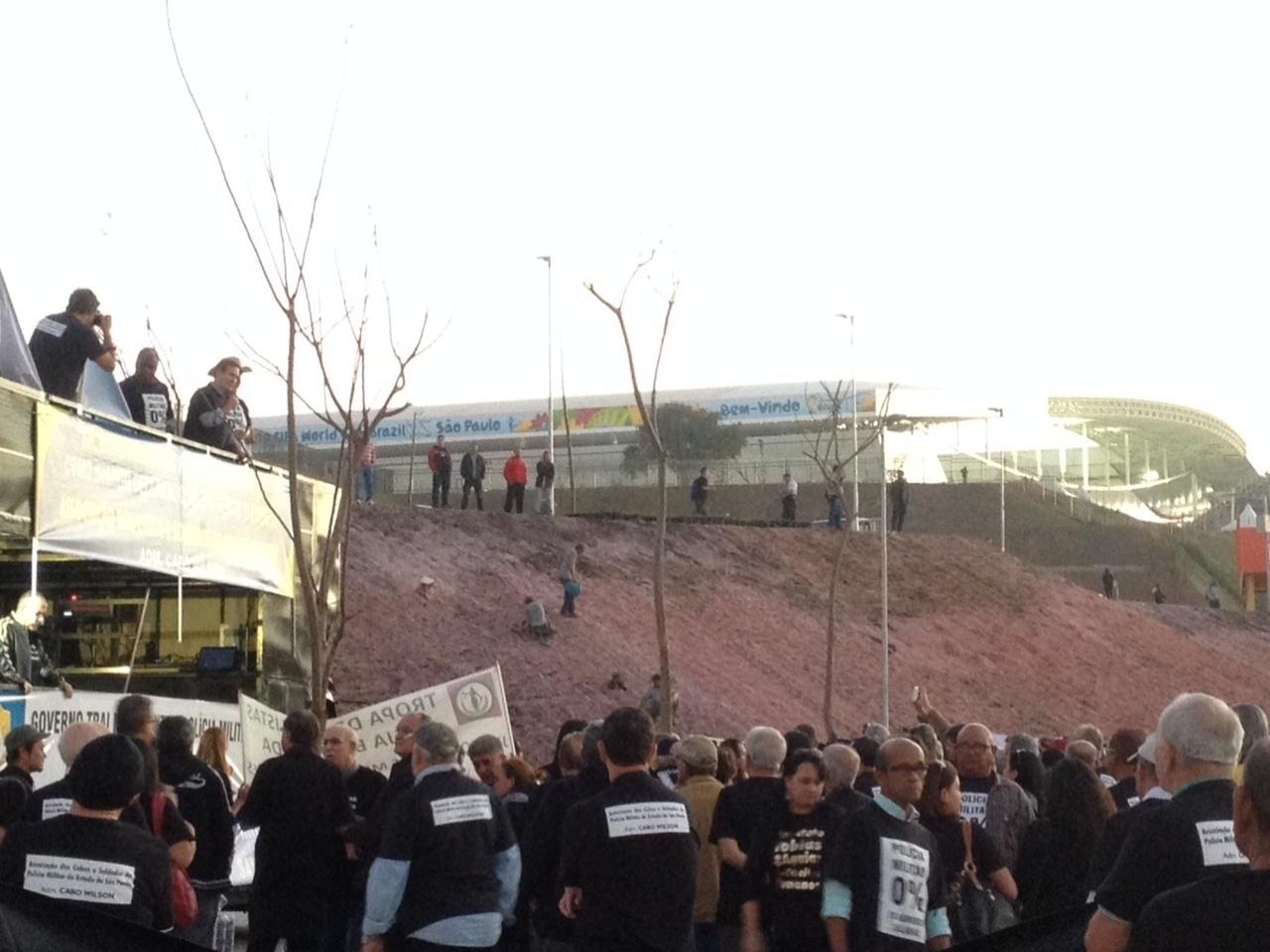 Policiais de São Paulo organizam manifestação em frente ao Itaquerão