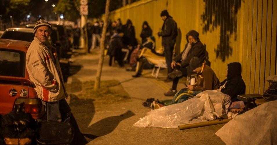 Torcedores enfrentaram frio no acesso ao Ibirapuera em busca de ingressos para jogos do Mundial
