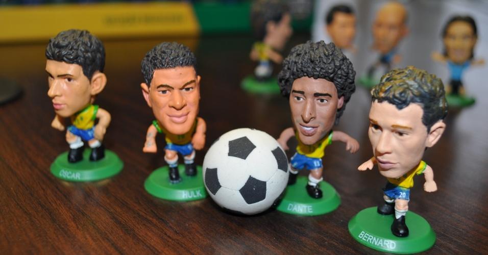 05 jun 2014 - Oscar, Hulk, Dante e Bernard, da seleção brasileira, em miniatura