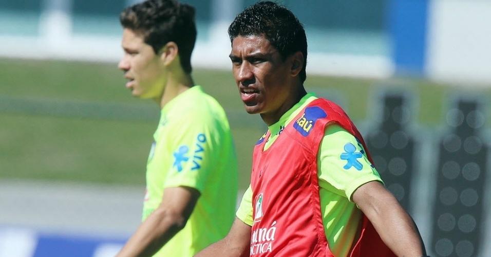 05.jun.2014 - Paulinho voltou ao time da seleção brasileira nesta quinta-feira (05/06) após ficar afastado do amistoso contra o Panamá para aprimoramento físico