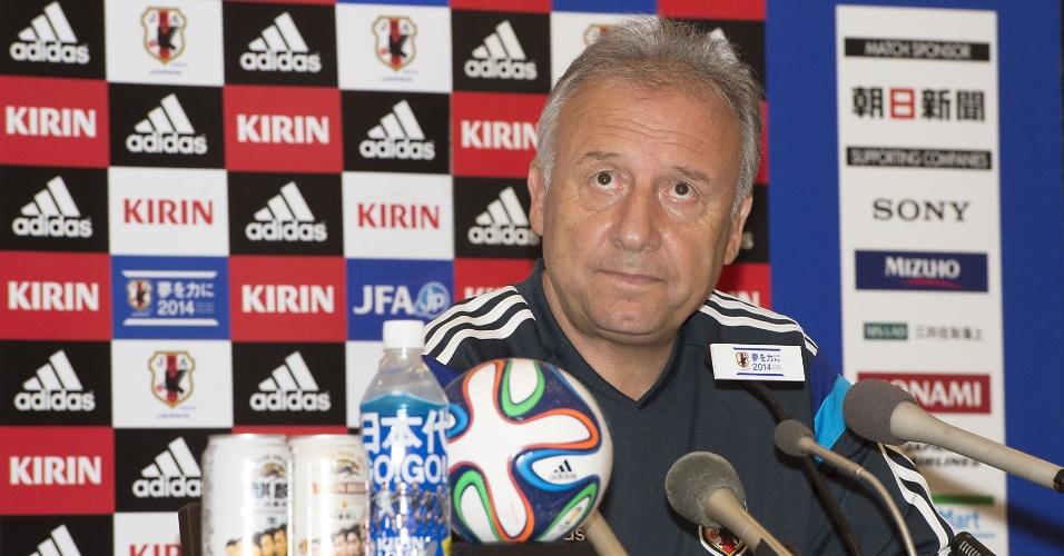 Alberto Zaccheroni, treinador da seleção do Japão, concede entrevista coletiva em Clearwater
