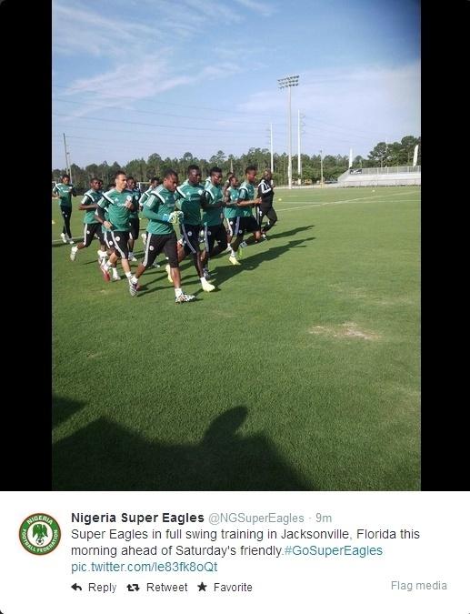 Atletas da Nigéria fazem aquecimento em Jacksonville