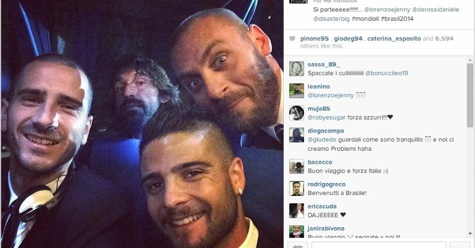 Bonucci, Insigne, Pirlo e De Rossi tiram selfie no avião durante embarque para o Brasil