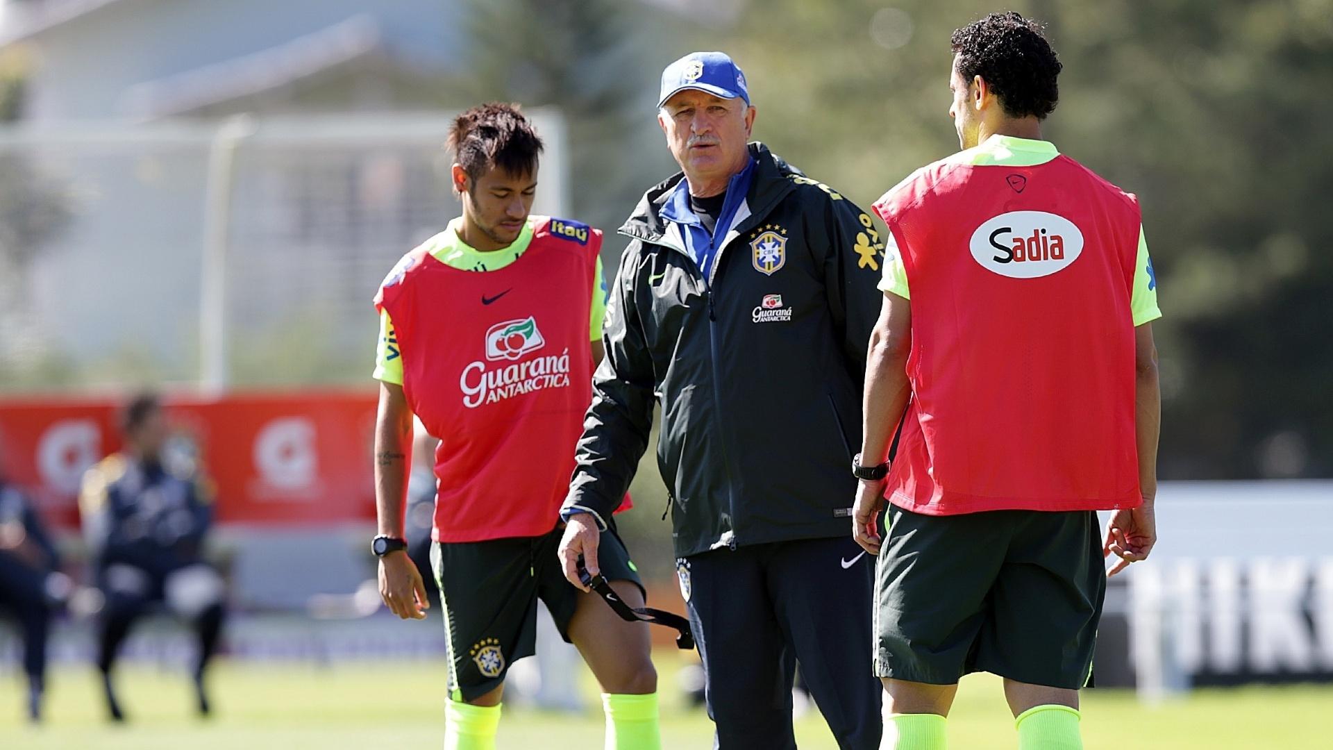 Felipão organiza treino ao lado de Neymar. A seleção brasileira se prepara para o amistoso contra a Sérvia, que será disputado em São Paulo nesta sexta-feira