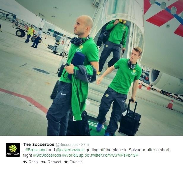 Jogadores da Austrália desembarcam em aeroporto em Salvador