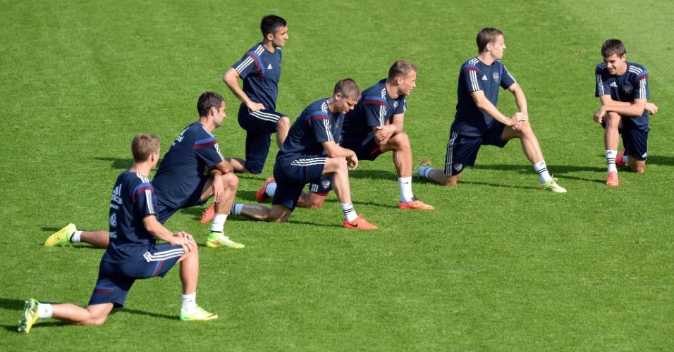 Jogadores da seleção da Rússia fazem sessão de treinos em Moscou