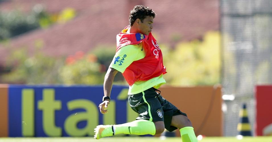 Zagueiro Thiago Silva, que não participou do amistoso contra o Panamá, treinou com bola nesta quinta na Granja Comary