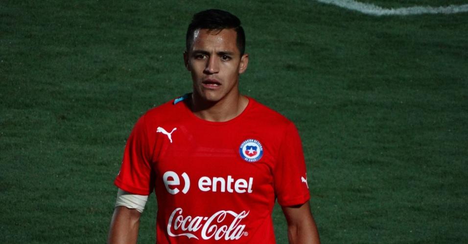 06.jun.2014 - Alexis Sánchez com proteção no ombro direito durante treino do Chile