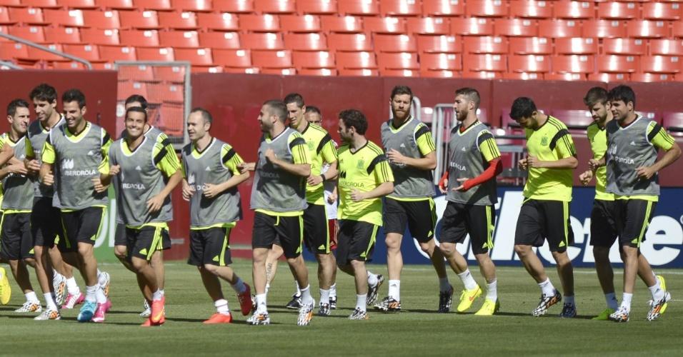 06.jun.2014 - Jogadores da seleção espanhola participam de treinamento nos Estados Unidos um dia antes do amistoso contra El Salvador