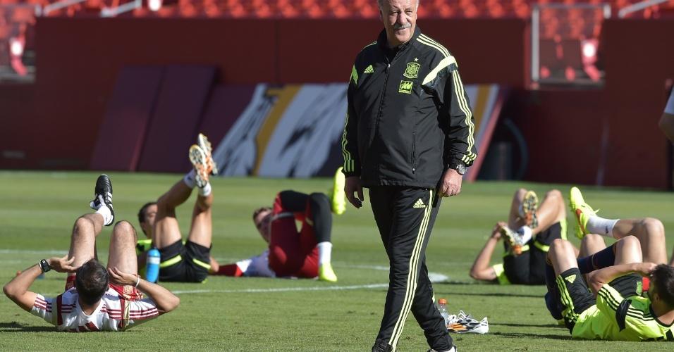 06.jun.2014 - Técnico Vicente Del Bosque comanda treino da seleção espanhola em Maryland, nos Estados Unidos