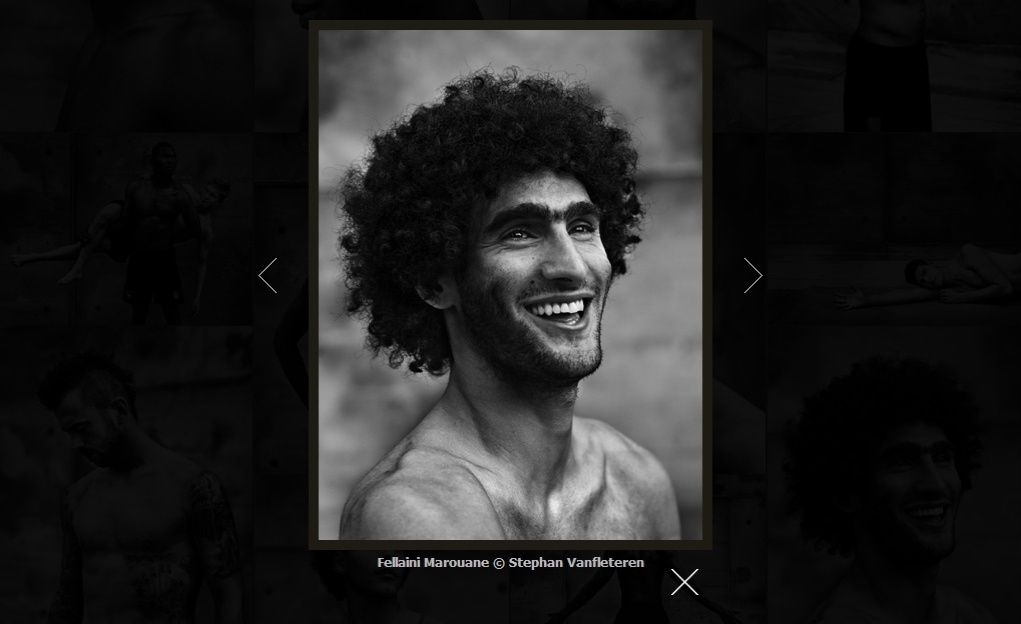 06.jun.2014 - Volante da seleção belga, Marouane Fellaini sorri em ensaio fotográfico que compõe o livro MMXIV