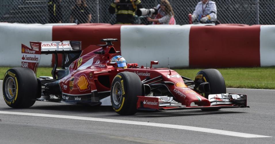 Fernando Alonso superou as Mercedes e cravou o melhor tempo na primeira sessão de treinos livres no Canadá