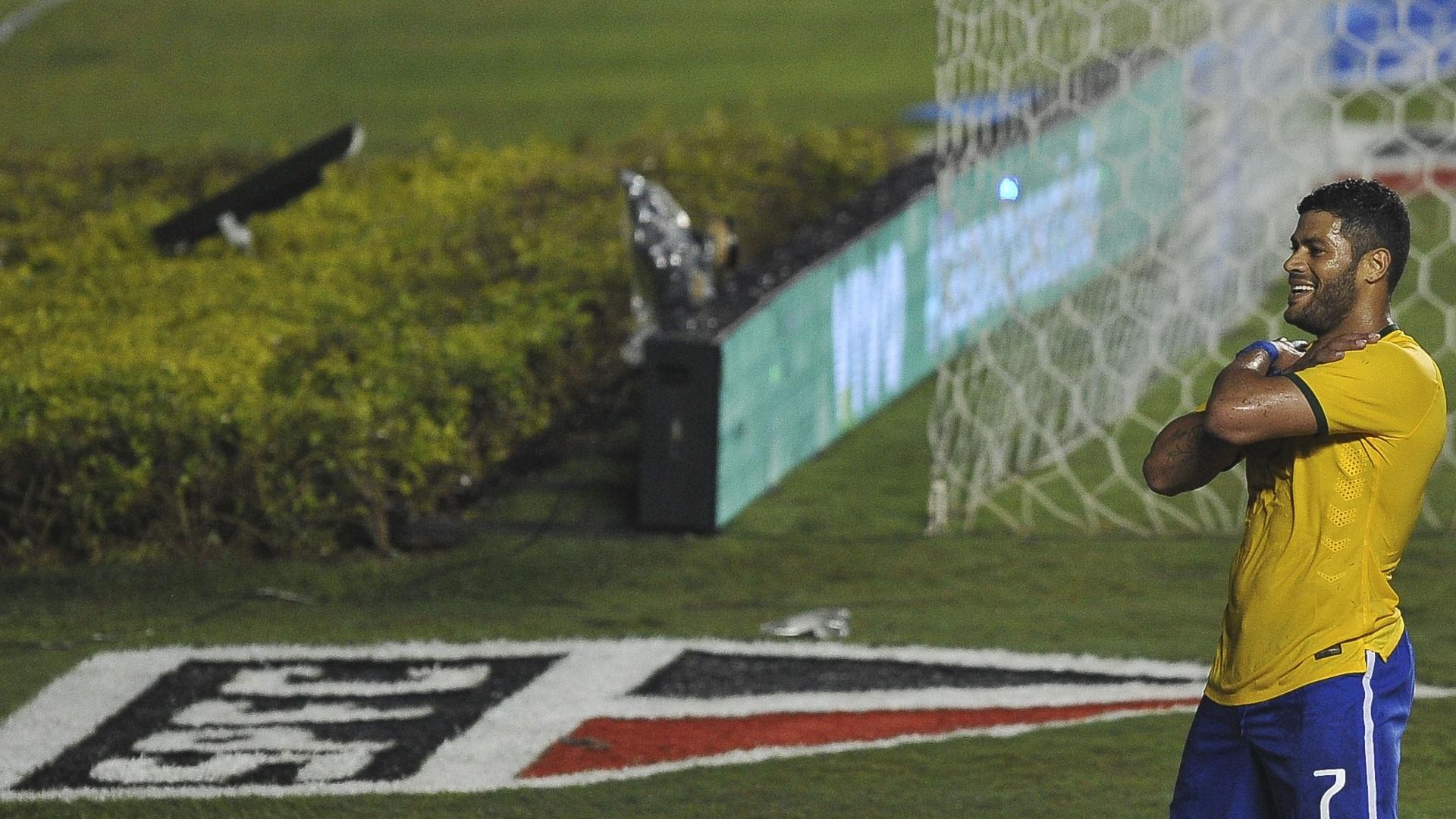Hulk comemora gol marcado, mas logo depois anulado, contra a Sérvia, no estádio do Morumbi