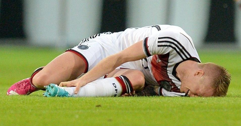 Marco Reus fica no chão após torcer o tornozelo em amistoso entre Alemanha e Armênia