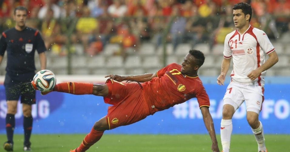 Divock Origi, da Bélgica, arrisca chute durante amistoso internacional contra a Tunísia, no estádio Roi Baudouin, em Bruxelas
