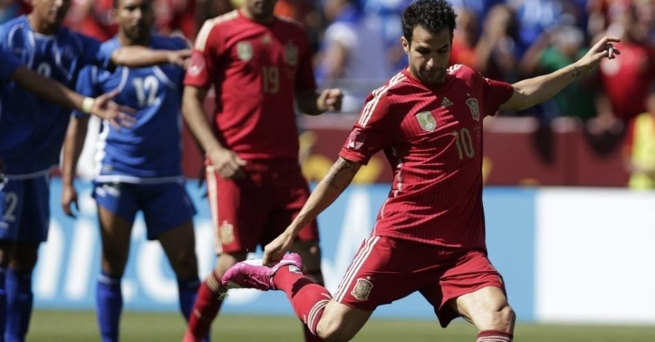 Fábregas perde pênalti em amistoso da Espanha contra El Salvador
