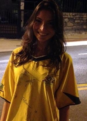 Gabriela Gazzinelli, de 19 anos, liderou o grupo que pintou a rua em homenagem à Austrália em Vitória