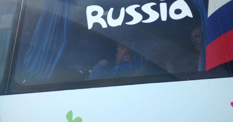 08.jun.2014 - Jogadores da Rússia chegam a hotel em que ficarão hospedados em Itu, no interior de São Paulo