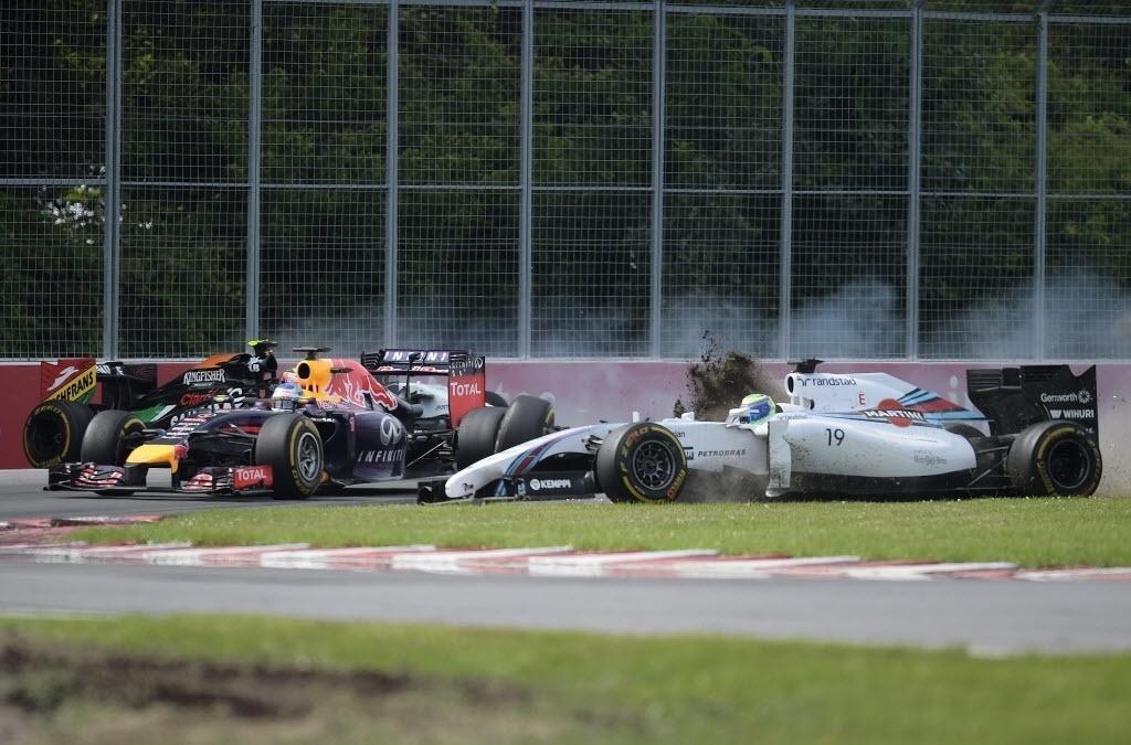 08.jun.2014 - Massa bate em Sergio Perez na tentativa de ultrapassá-lo na última volta do GP do Canadá