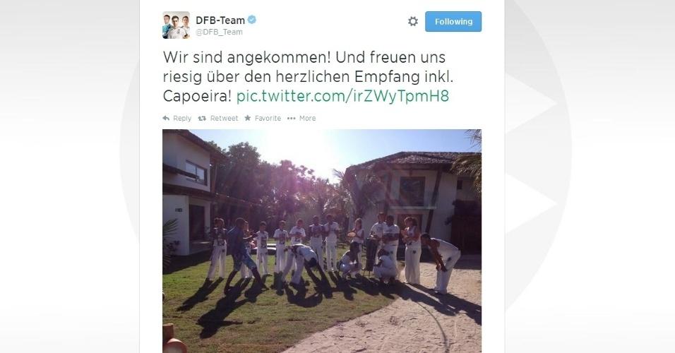 08.jun.2014 - Seleção da Alemanha foi recebida com apresentação de capoeira no Campo Bahia, em Santa Cruz de Cabrália