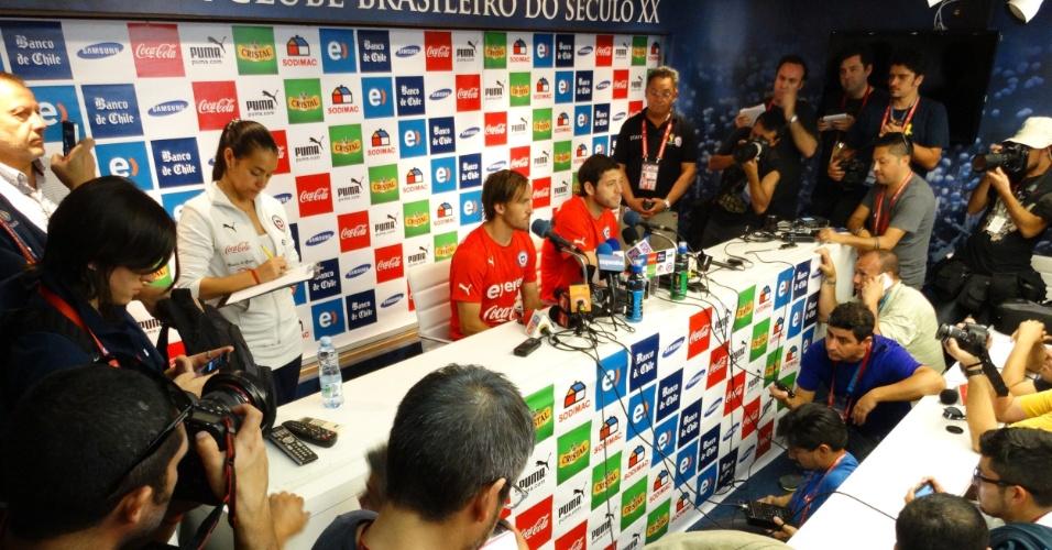 1ª entrevista coletiva do Chile em BH reuniu muitos jornalistas e ganhou apelido de jogador: