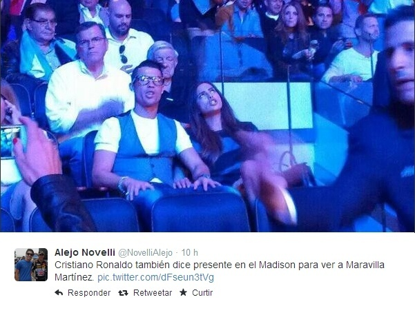 Ao lado da namorada, Cristiano Ronaldo acompanha luta de boxe no Madison Square Garden