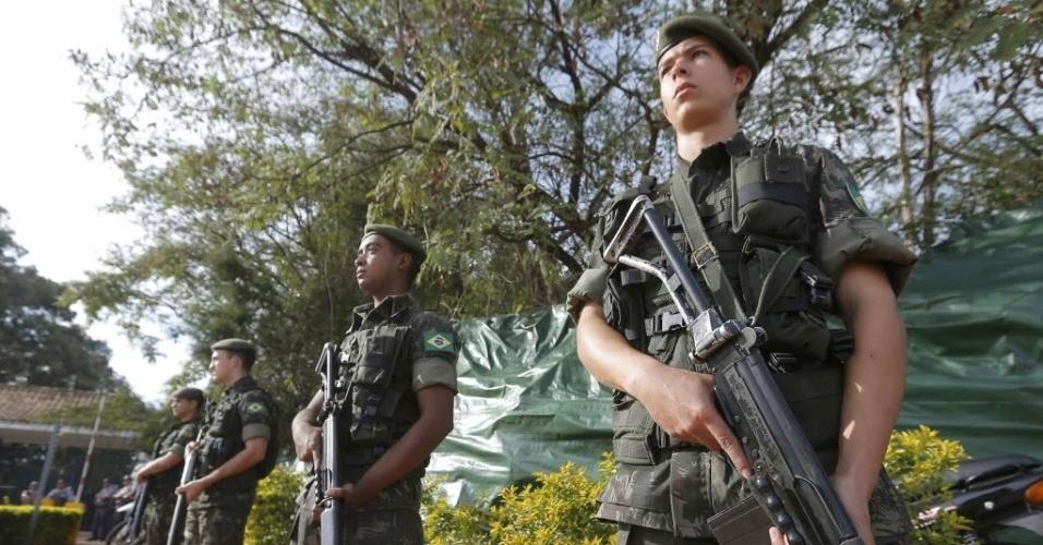 Exército reforça a segurança na frente da concentração da Rússia em Itu