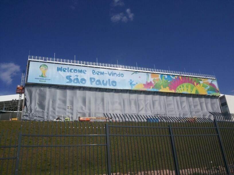 Fifa utiliza lona para cobrir fundo das arquibancadas provisórias no Itaquerão