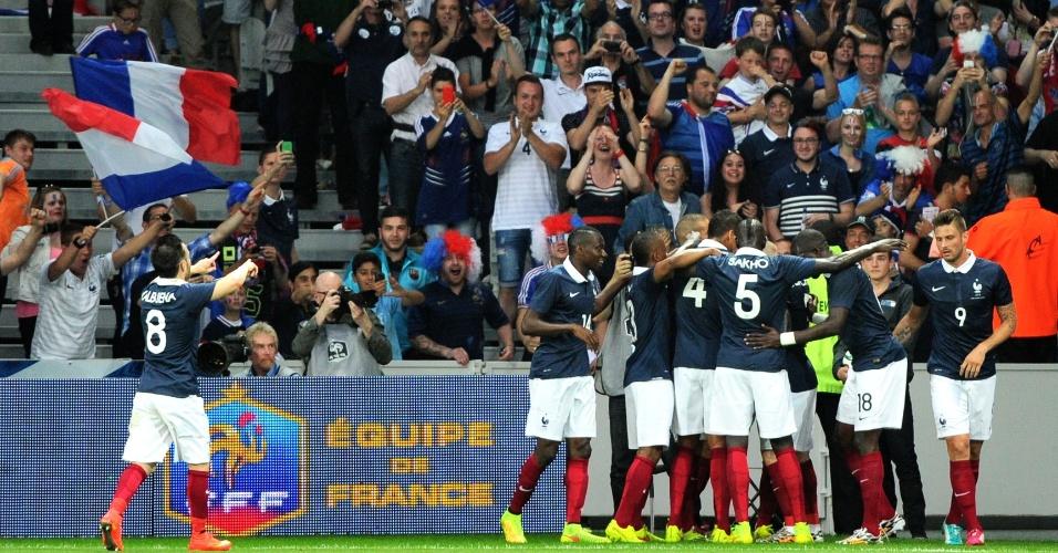 França comemora gol de Cabaye em amistoso pré-Copa diante da Jamaica