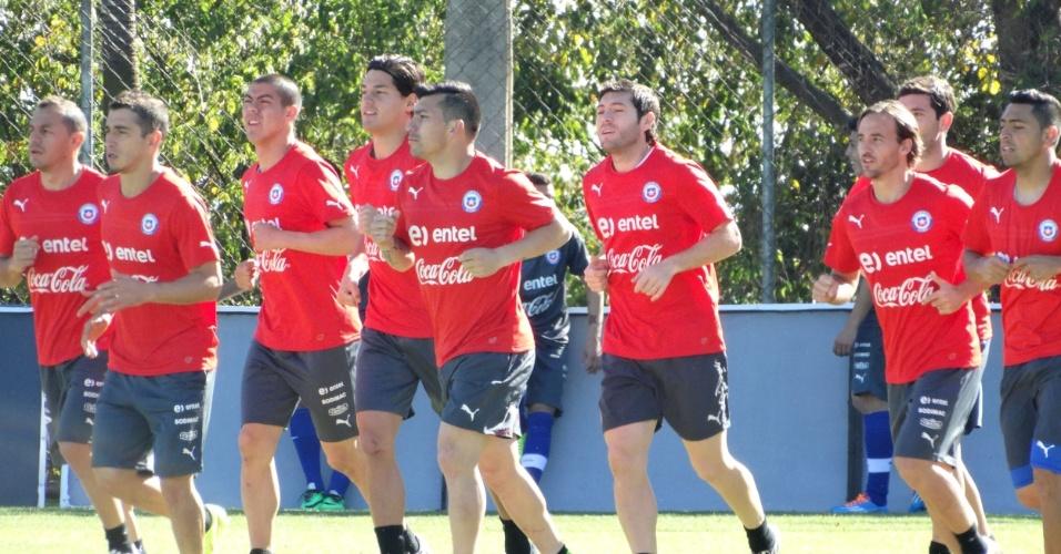 08.jun.2014 - Jogadores da seleção do Chile treinam na Toca da Raposa II, em Belo Horizonte