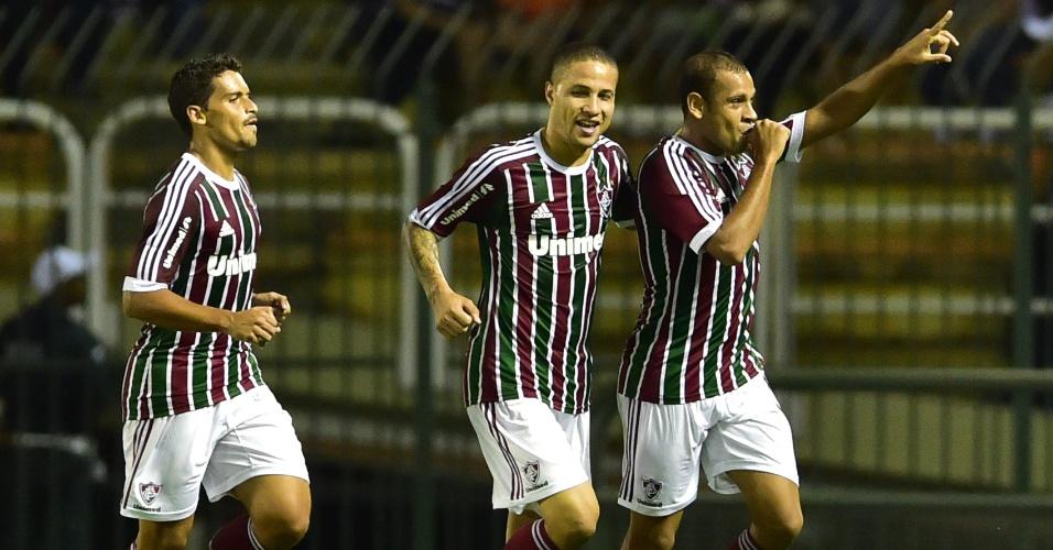Lateral Carlinhos comemora segundo gol do Fluminense em amistoso contra a seleção italiana