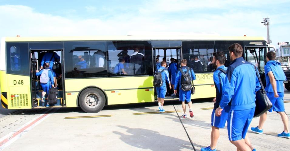Seleção da Grécia desembarca no Brasil