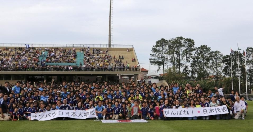 Treino da seleção do Japão atrai cerca de 6 mil torcedores em Sorocaba, perto de Itu, onde a seleção japonesa está hospedada