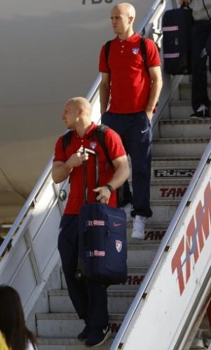 06. jun. 2014 - Seleção dos Estados Unidos chegou ao Brasil na manhã desta segunda-feira. Os jogadores desembarcaram no Aeroporto de Guarulhos