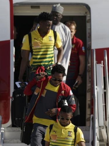 09. jun. 2014 - Jogadores de Camarões desembarcam no Rio de Janeiro, para a Copa do Mundo