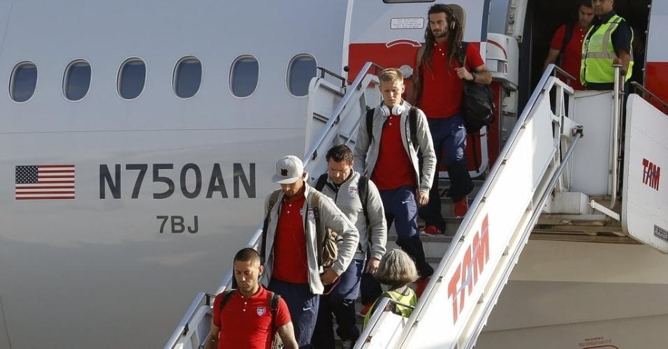 09. jun. 2014 - Seleção dos Estados Unidos desembarca no Aeroporto Internacional de Guarulhos, em São Paulo