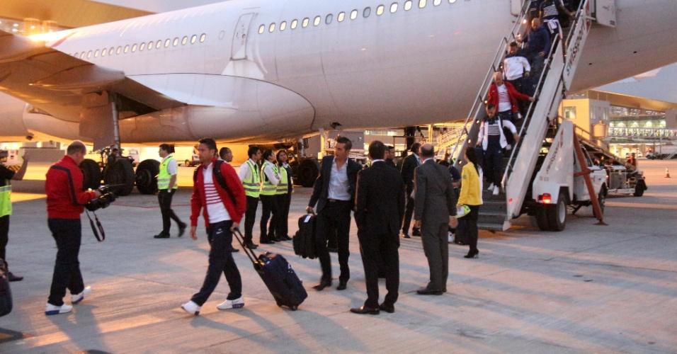 09.jun.2014 - Delegação da França desembarca em Ribeirão Preto para a Copa do Mundo