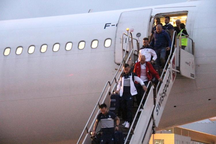 09.jun.2014 - Seleção da França desembarcam em Ribeirão Preto, no interior de São Paulo