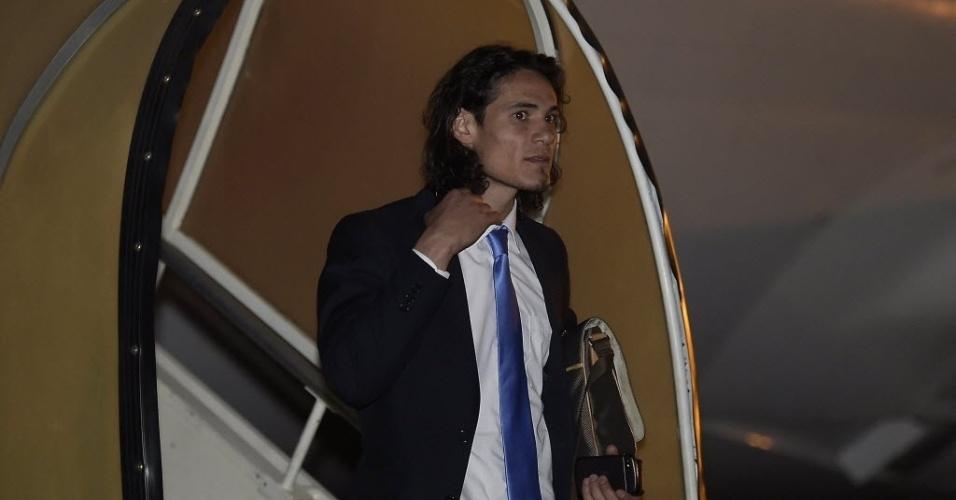 Destaque da seleção do Uruguai, Cavani desembarca no aeroporto de Confins