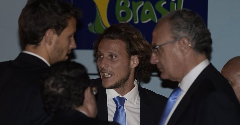 Diego Forlán, melhor jogador da Copa de 2010, desembarca em Minas Gerais para a disputa do Mundial no Brasil