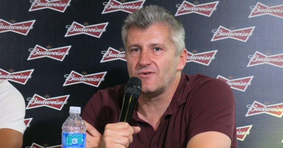 Davor Suker concede entrevista coletiva em Copacabana