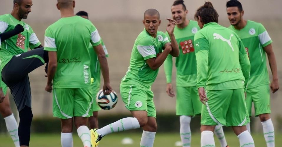 Jogadores da Argélia treinam em Sorocaba, interior de São Paulo