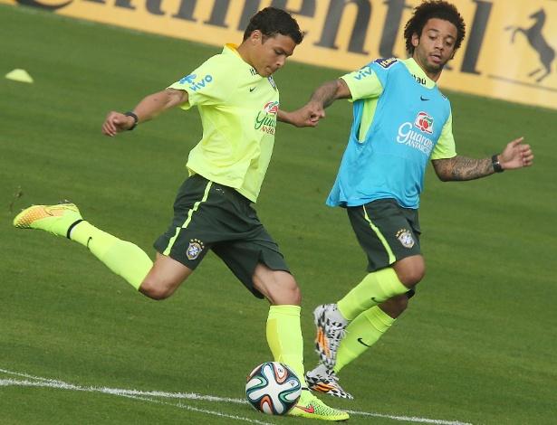 Marcado por Marcelo, Thiago Silva se prepara para chutar