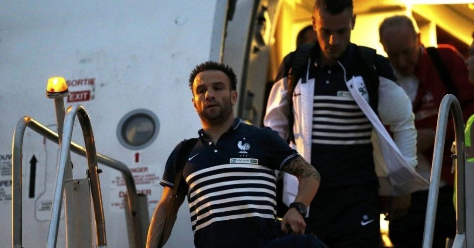 Mathieu Valbuena desembarca em Guarulhos junto com a delegação francesa