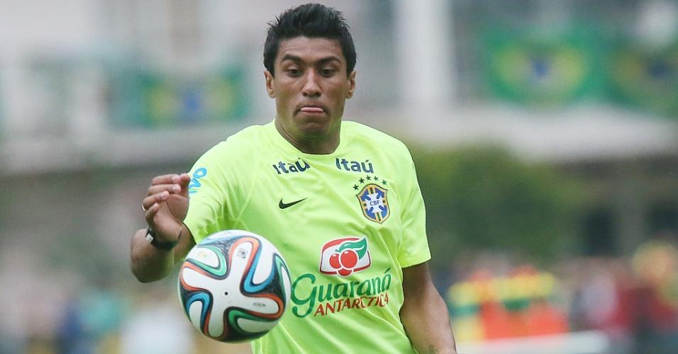 Paulinho domina a bola em Teresópolis