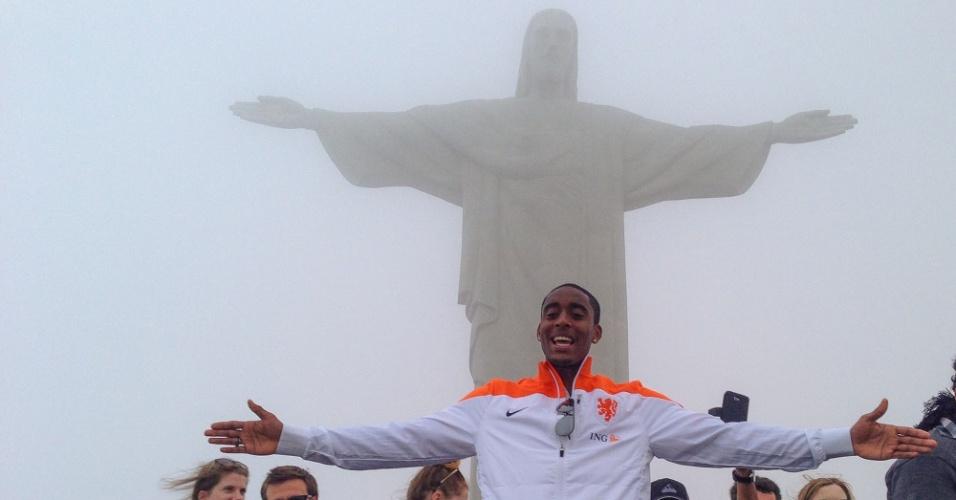 09.jun.2014 - Alguns jogadores da Holanda fizeram uma visita ao Cristo Redentor, no Rio de Janeiro, após um banho de mar na praia de Ipanema
