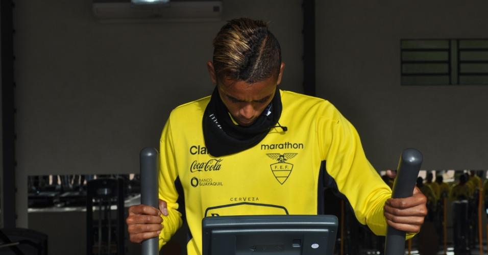 10 jun 2014 - Detalhe do cabelo tingido de Fidel Martinez, o  Neymar do Equador