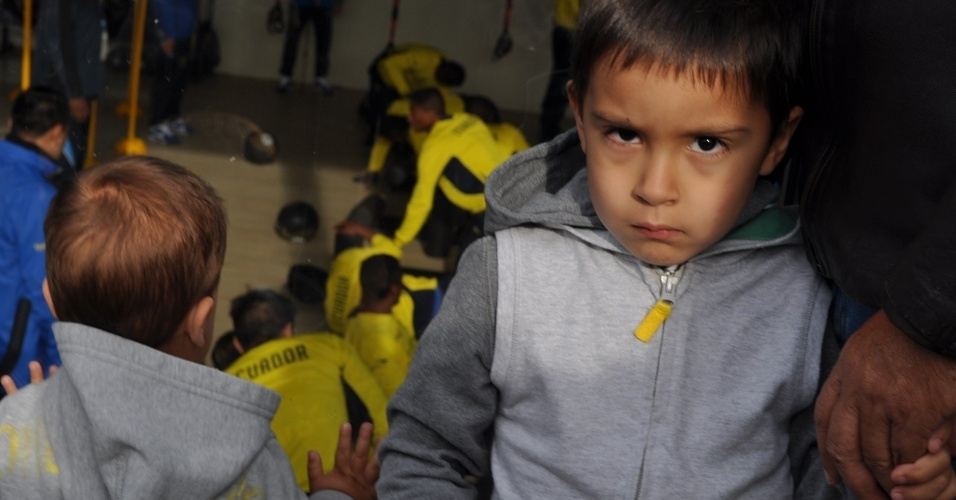 10 jun 2014 - Filhos do volante Noboa acompanham treinamento do Equador